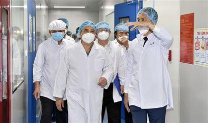 Thủ tướng: Phải tăng tốc sản xuất vaccine Covid-19 trong nước